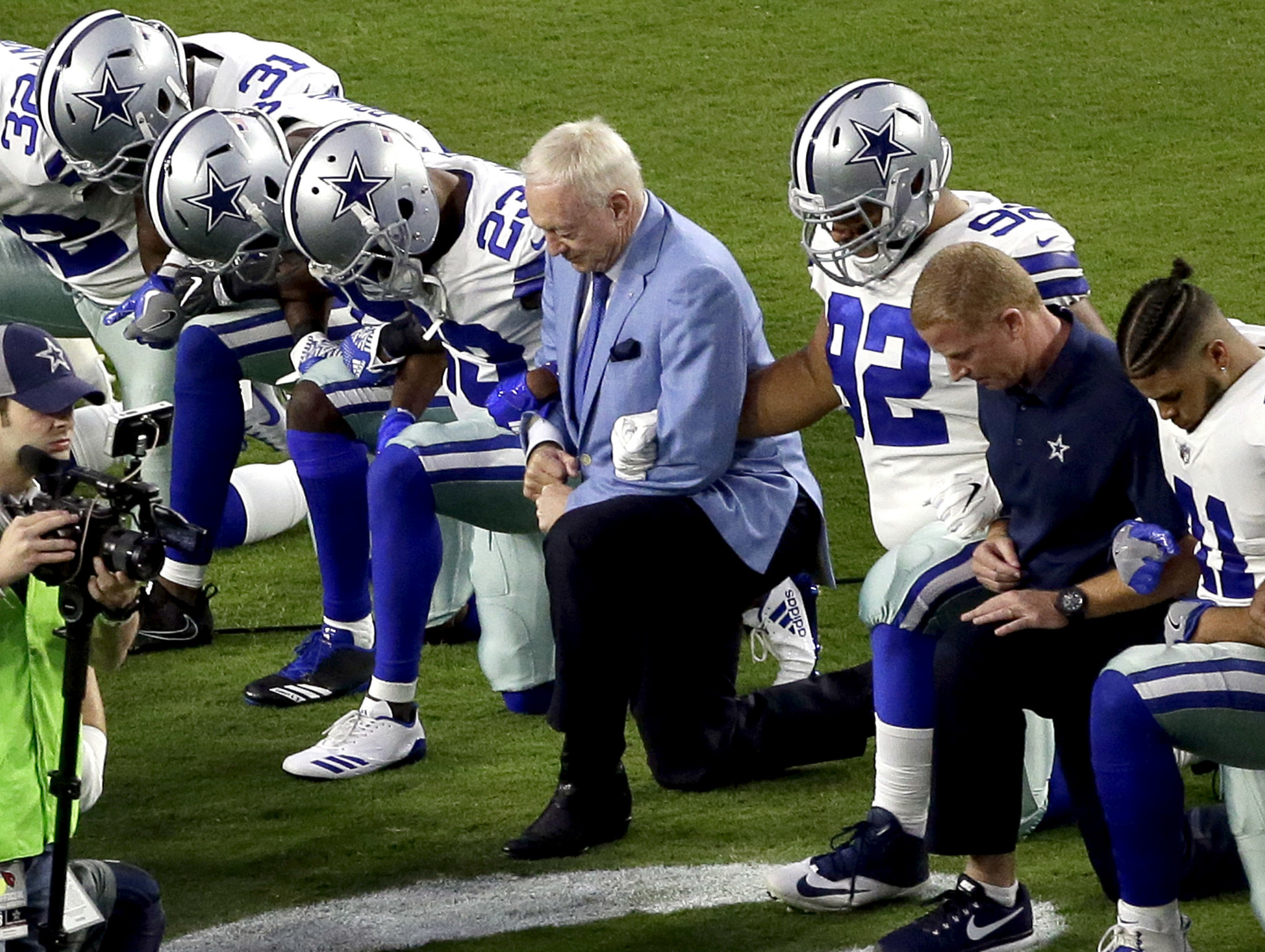 Cowboys players take a knee with owner jerry jones before standing for anthem chicago tribune