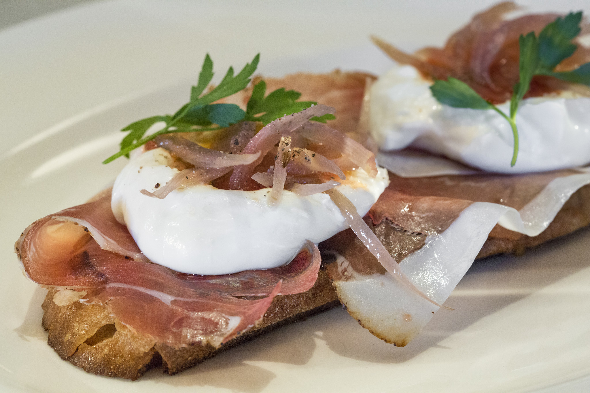 <p>LOS ANGELES, CA - SEPTEMBER 15, 2016 - Burrata & Pane al Comodoro - Early Girl tomatoes, speck & pickled shallots served at Osteria Mozza, September 15, 2016. (Ricardo DeAratanha/Los Angeles Times).</p>