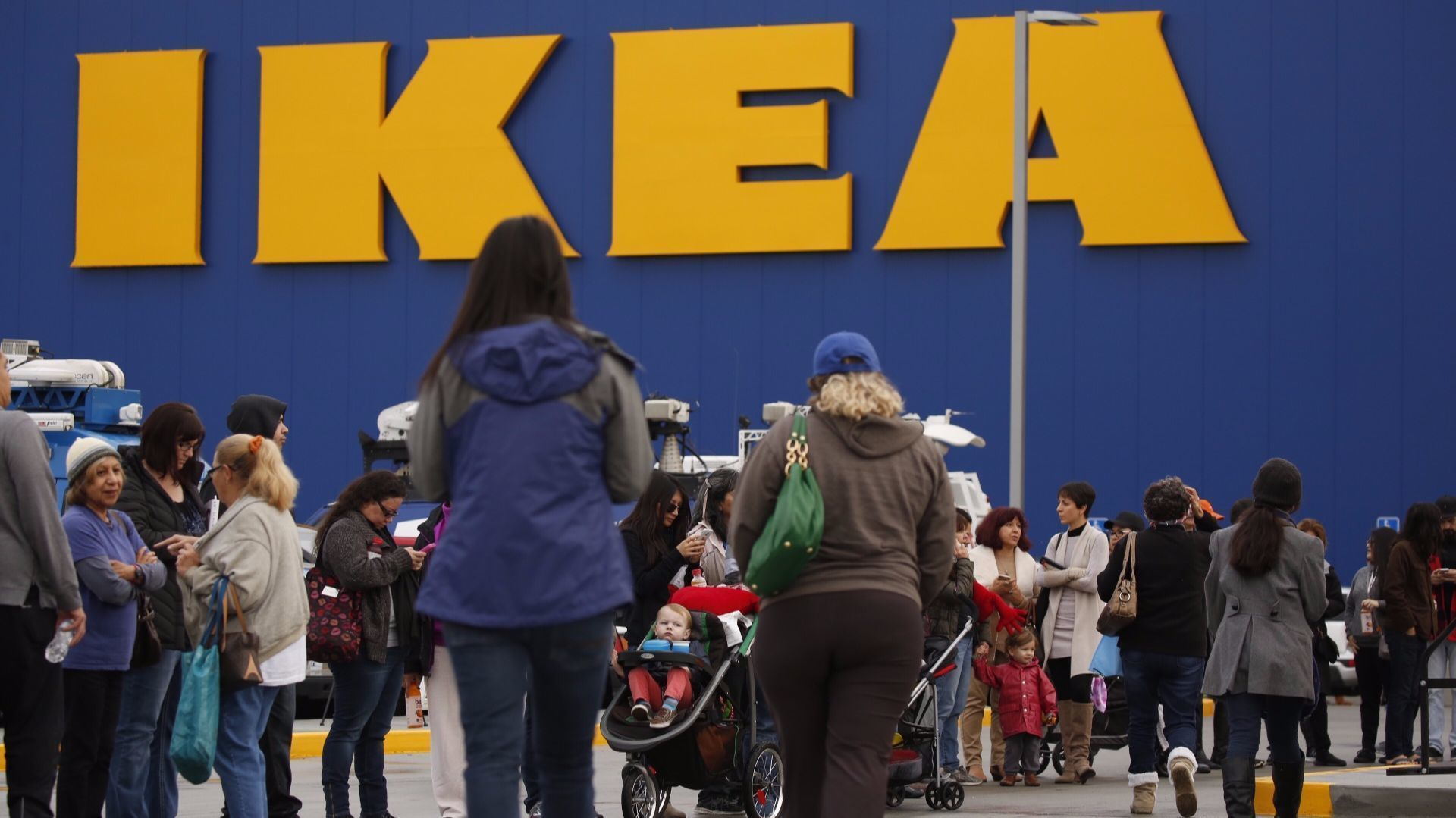 Ikea is buying taskrabbit a platform for hiring someone for Someone to assemble ikea furniture