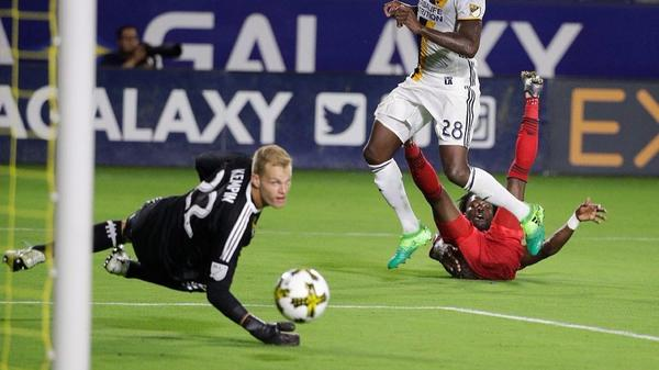 Lakers telecast pushes Galaxy to the side for a night