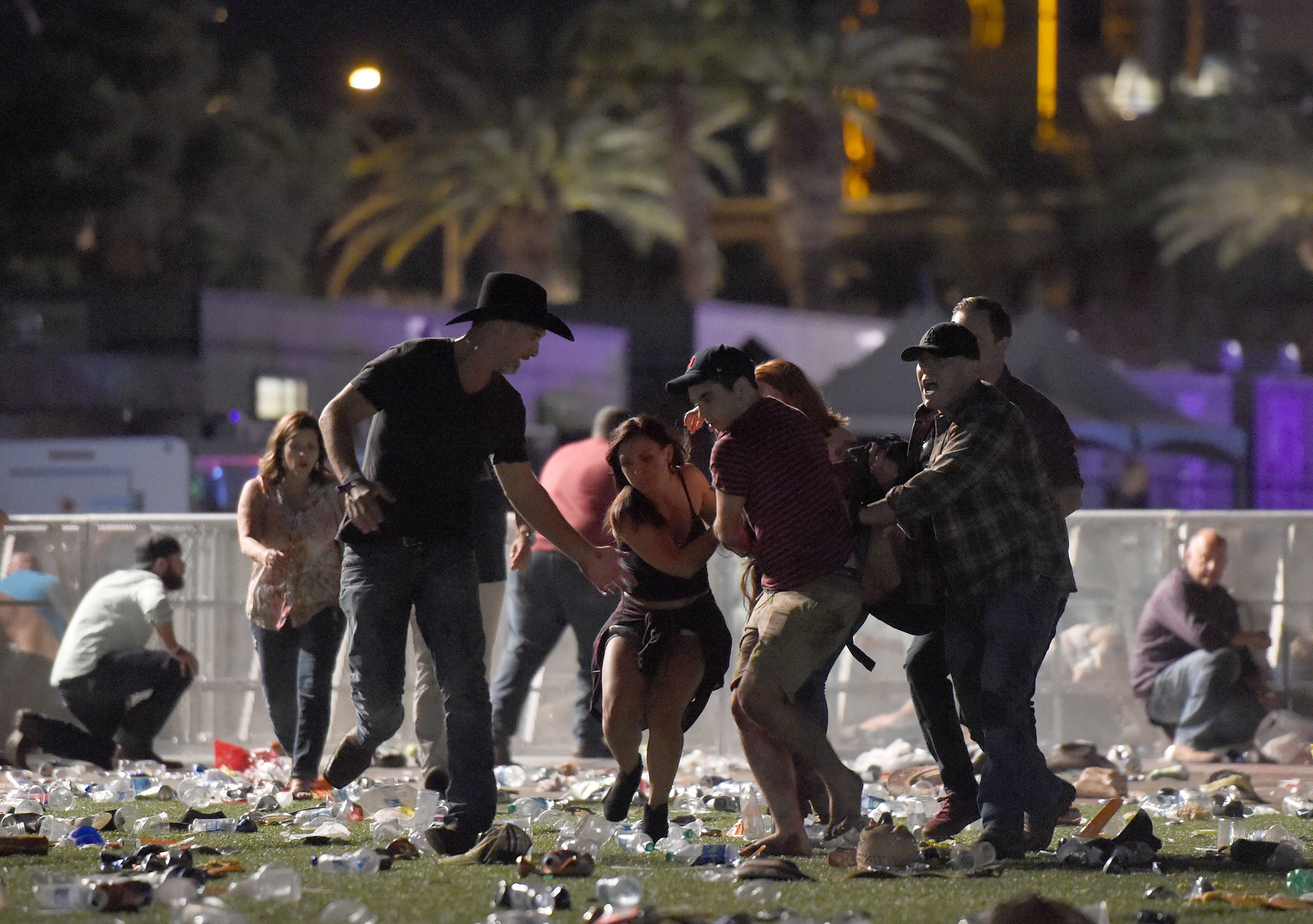 Survival Mode Kicked In After Las Vegas Shooting Chicago Area Tourists Say Chicago Tribune