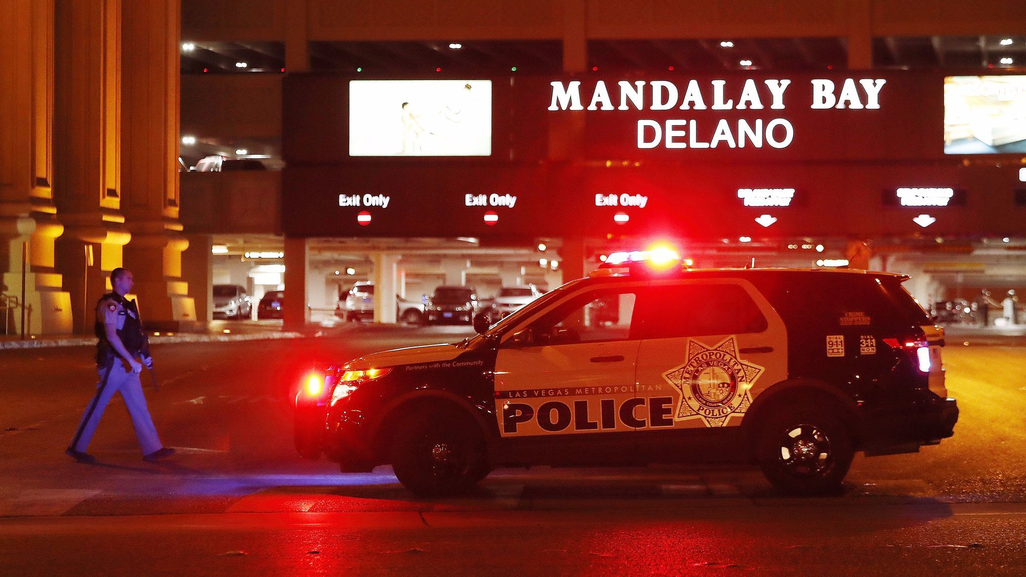 Police outside the Mandalay Bay hotel in Las Vegas on Sunday night. (European Pressphoto Agency)