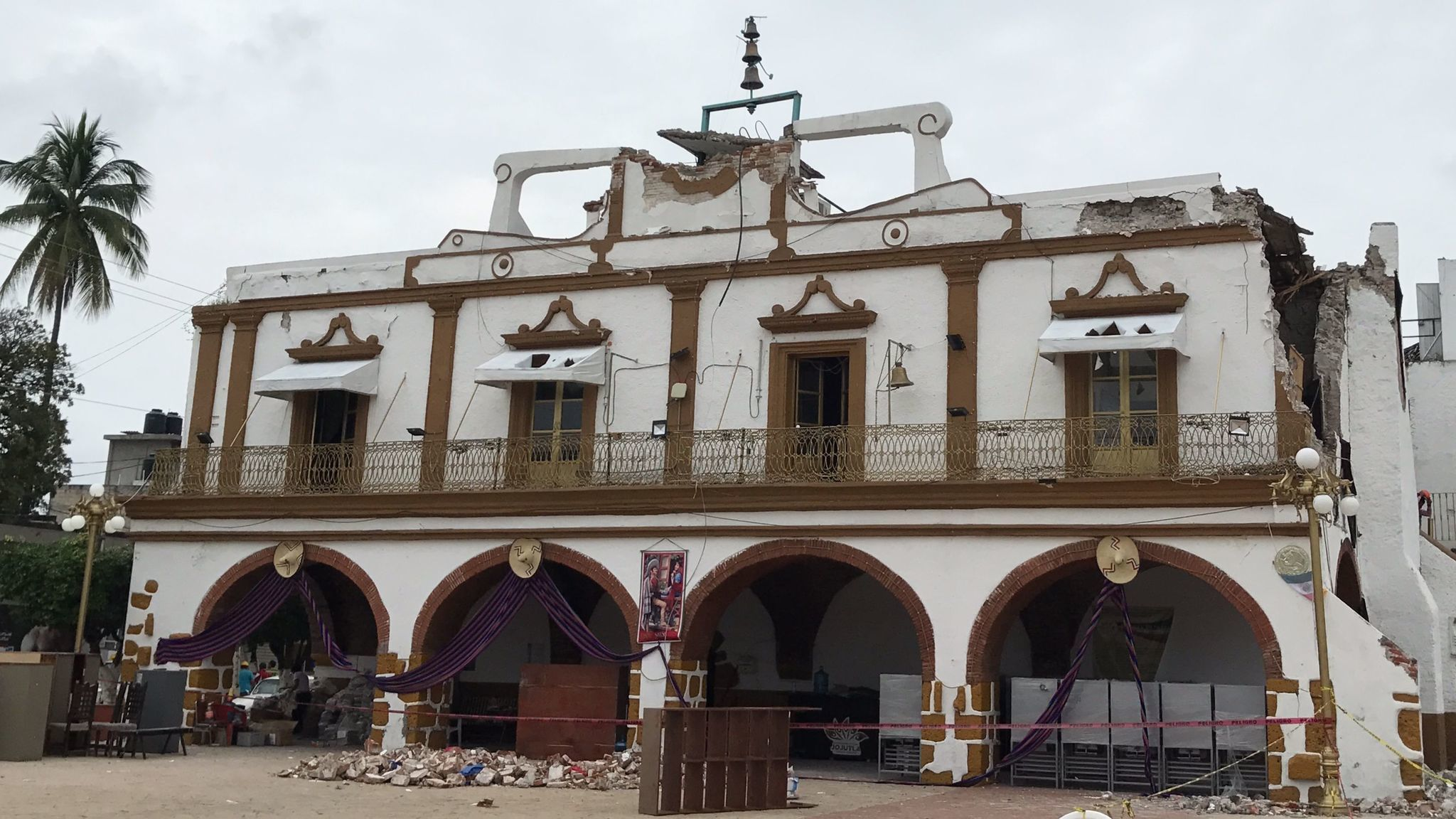 Jojutla town hall on Sept. 28, 2017. The Sept. 19 earthquake caused the clock tower to collapse, sending bricks to tumble on the square below, killing three people as they fled the building.