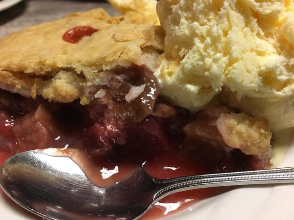 Rhubarb-strawberry pie (Chris Erskine / Los Angeles Times)