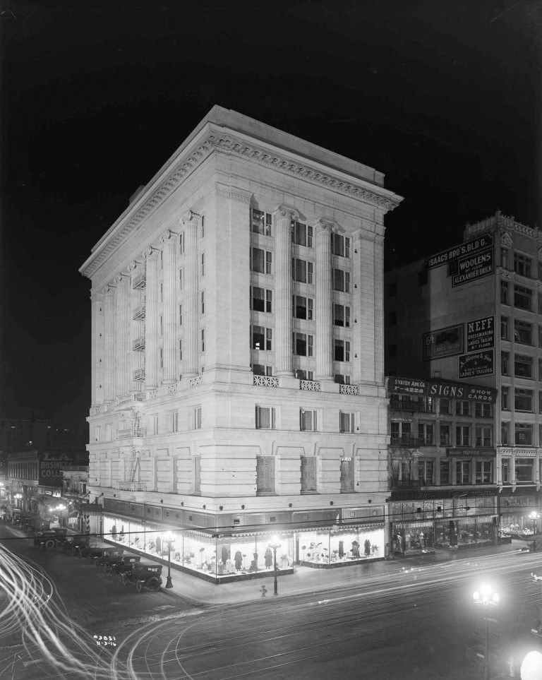 The Merritt Building at 761 S. Broadway in downtown Los Angeles in 1916.