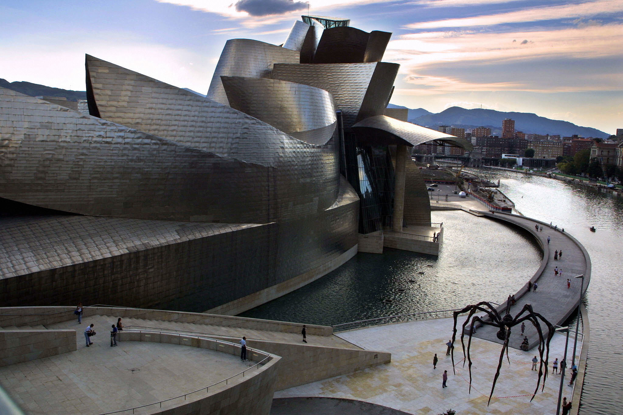 The Guggenheim Bilbao, with a spider by sculptor Louise Bourgeois.