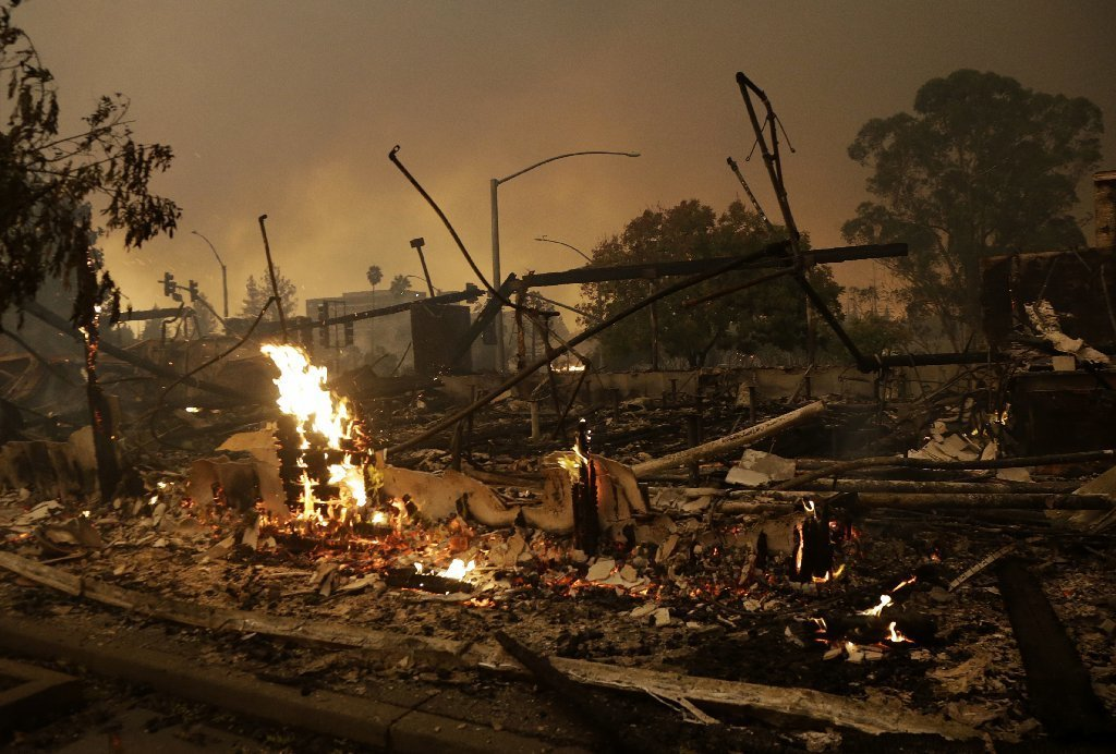 Thousands flee as wildfires ravage California; at least 17 killed