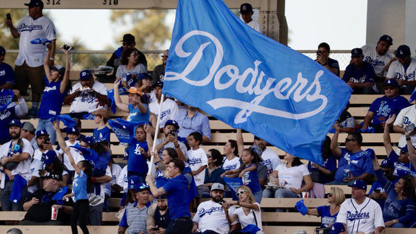 Dodgers manager Dave Roberts talks about the difficulty of close-out games - LA Times