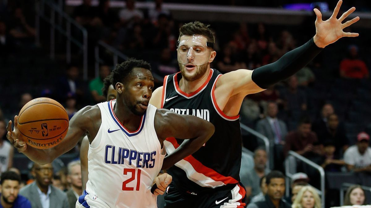 La-sp-clippers-beverley-injuries-20171010