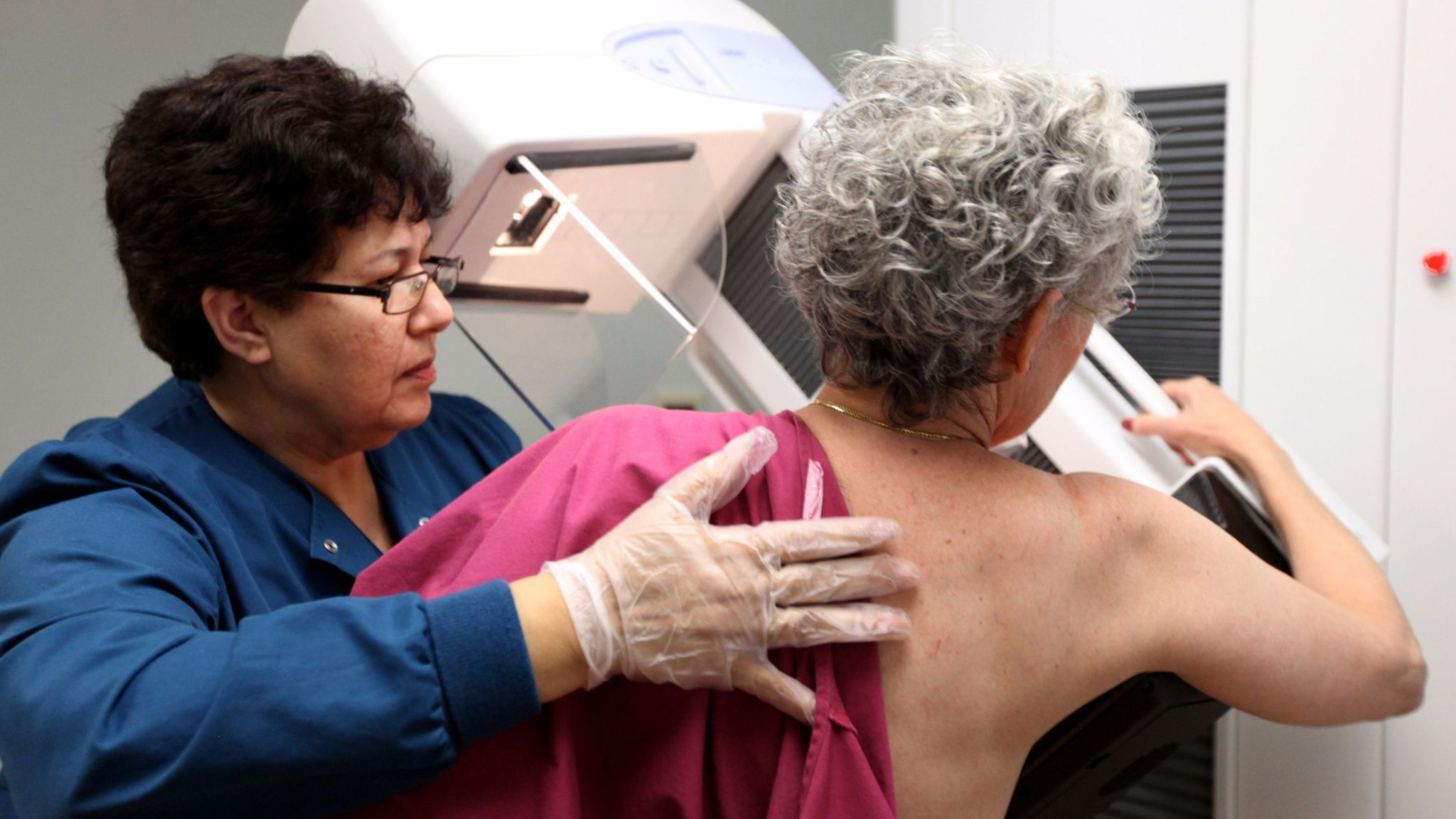Women, especially those in their 40s, should discuss the benefits and limitations of screening mammograms before deciding whether to get the test, experts say.