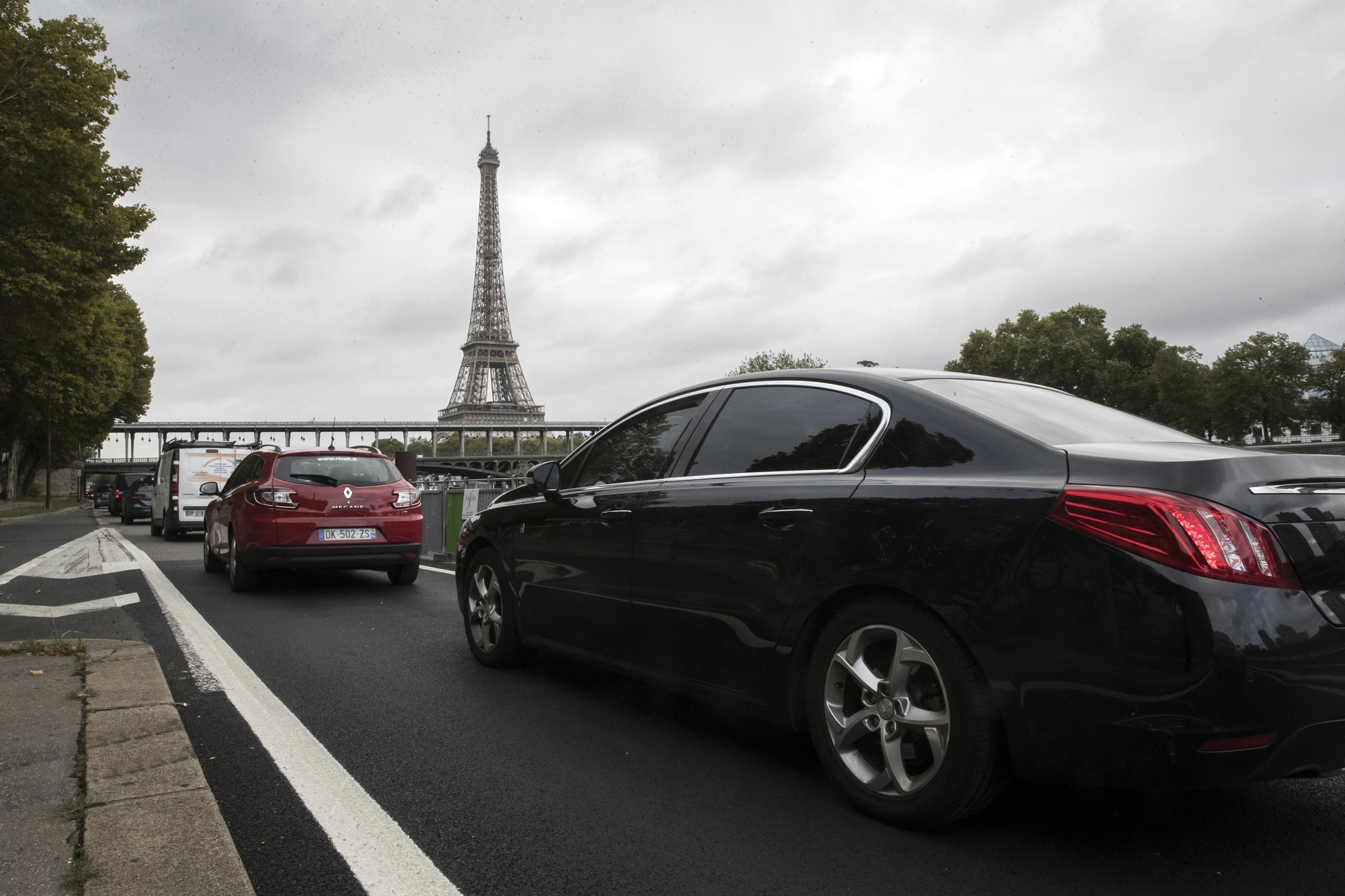Paris plans to ban gas-powered cars in city by 2030 - Chicago Tribune