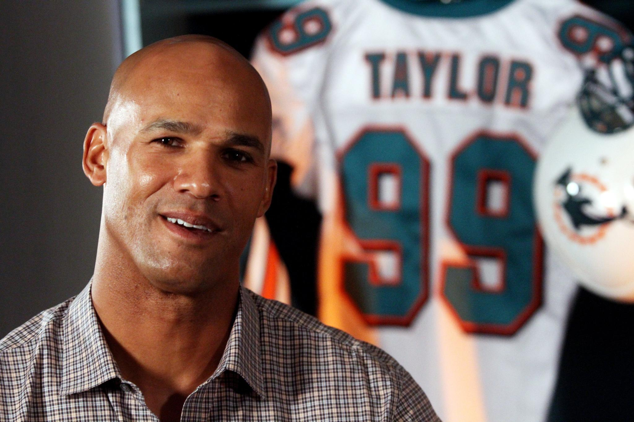 Meet miami dolphins great jason taylor zach thomas and new york meet miami dolphins great jason taylor zach thomas and new york giants hall of famer lawrence taylor at dunkin donuts in lake worth on thursday oct 21 m4hsunfo