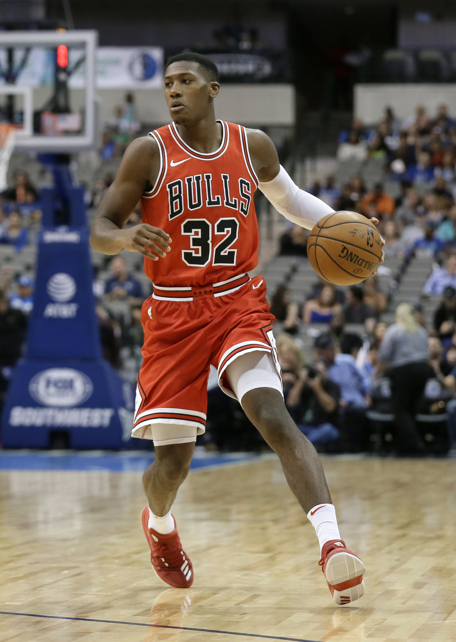 Ct-kris-dunn-finger-injury-bulls-spt-1013-20171012