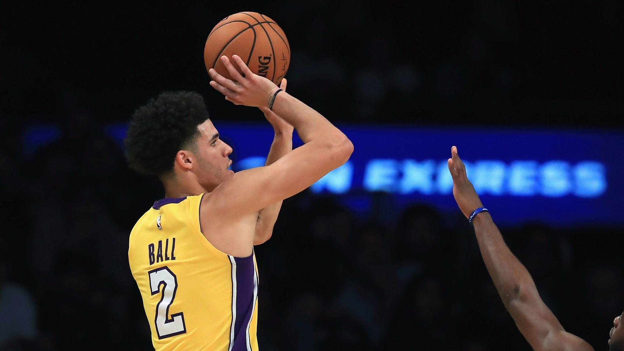 La-sp-lakers-ball-not-playing-20171013