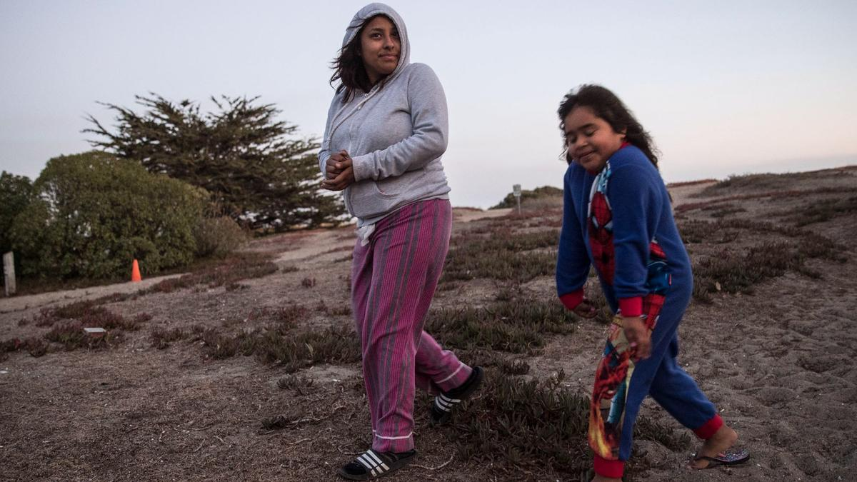 Kelly Ramirez, 17, left, and her sister Briseyda Sandoval, 6 (Brian van der Brug / Los Angeles Times)
