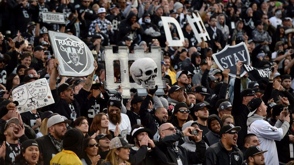 Chargers Visit To Oakland To Play The Rival Raiders Is