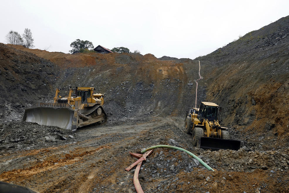 An open coal pit leased by David Osikowicz, who only started digging recently in this leased area and has not yet reached the coal, but should very soon. — Photograph: Carolyn Cole/Los Angeles Times.