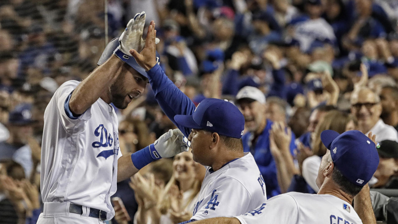 Chris Taylor delivers decisive blow in Dodgers' 5-2 victory over Cubs in Game 1 of NLCS