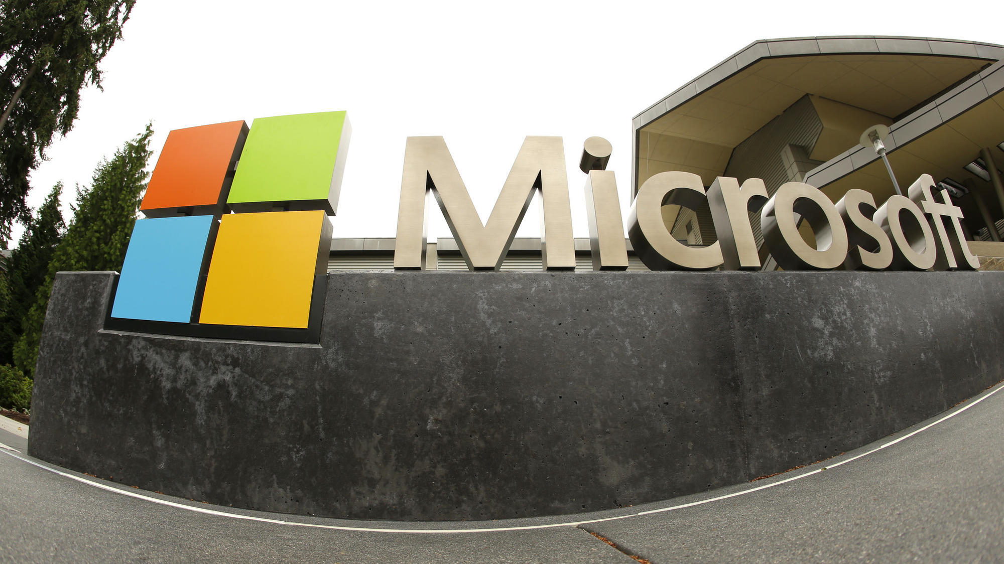 Supreme Court to decide if U.S. agents can obtain emails stored overseas by Microsoft