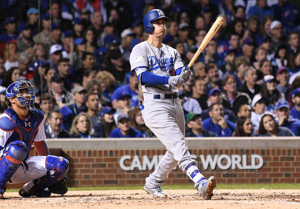 Cody Bellinger hits a solo homerun to rightfield. (Wally Skalij / Los Angeles Times)