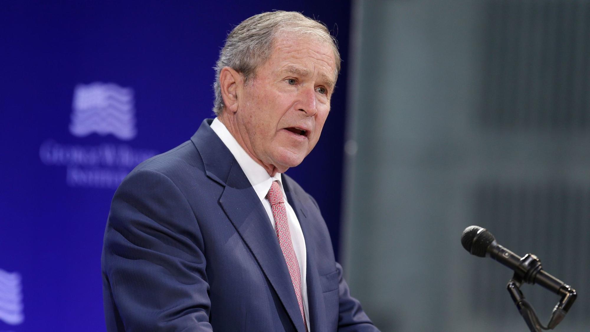http://www.trbimg.com/img-59e93079/turbine/la-na-pol-trump-bush-speech-20171019