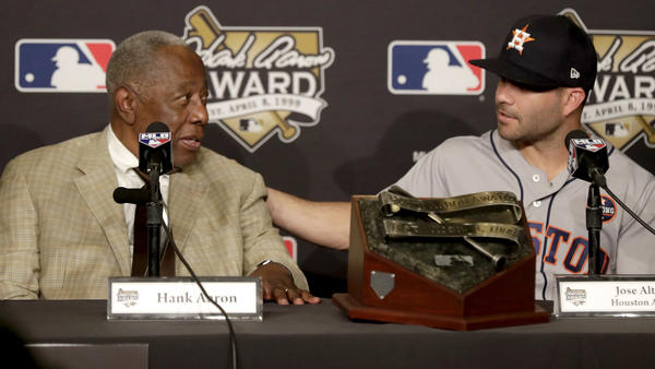 Hank Aaron and Jose Altuve (Mike Nelson / European Pressphoto Agency)