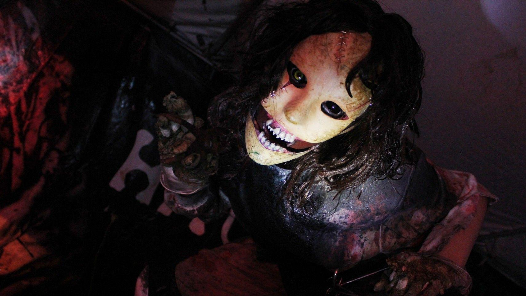 our experience at the haunted house Extreme physical contact haunted our experience at the haunted house house timothy haskell and psycho clan find the best haunted house in cleveland.