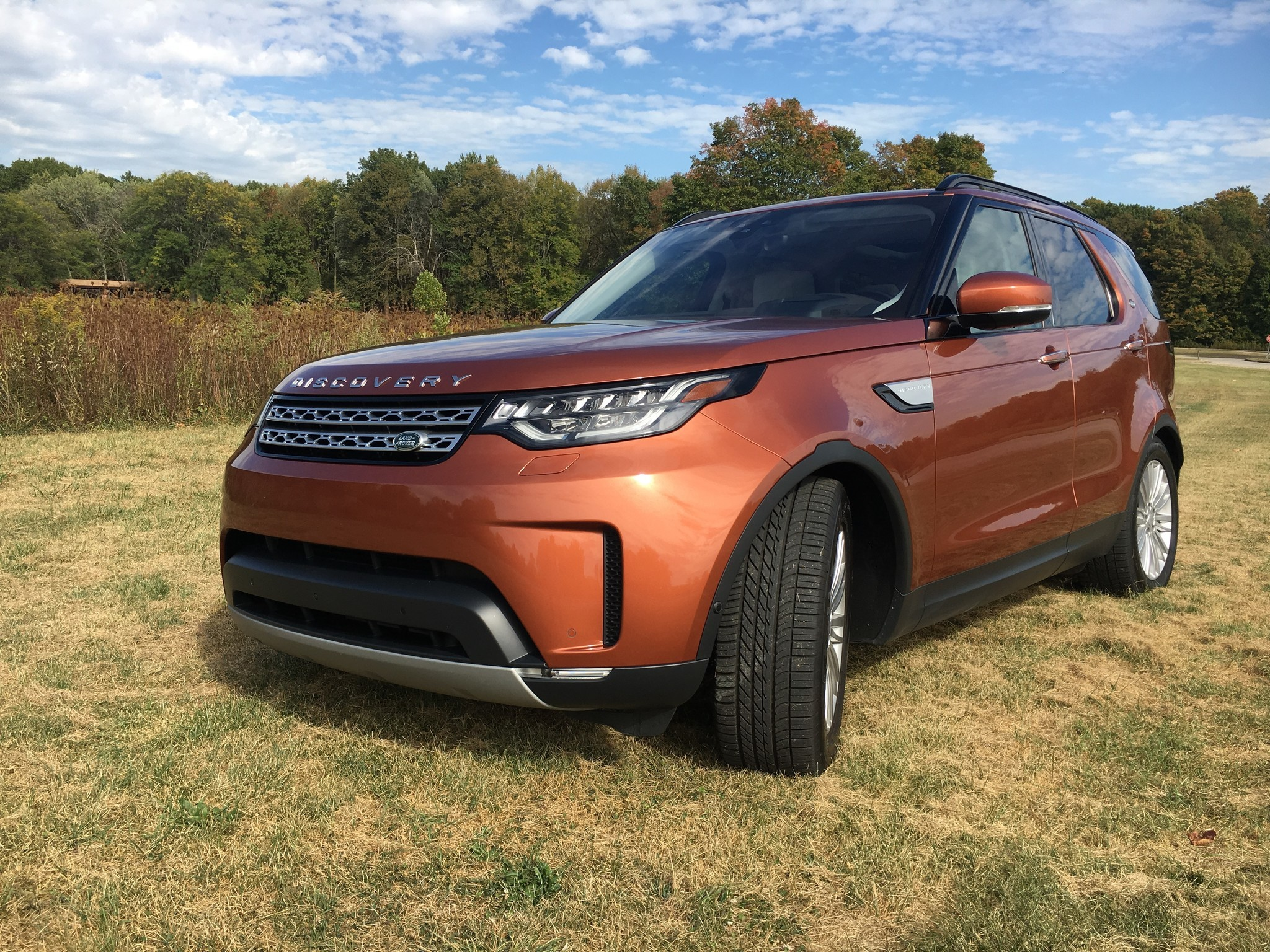 2017 land rover discovery hse td6 at a glance chicago tribune. Black Bedroom Furniture Sets. Home Design Ideas