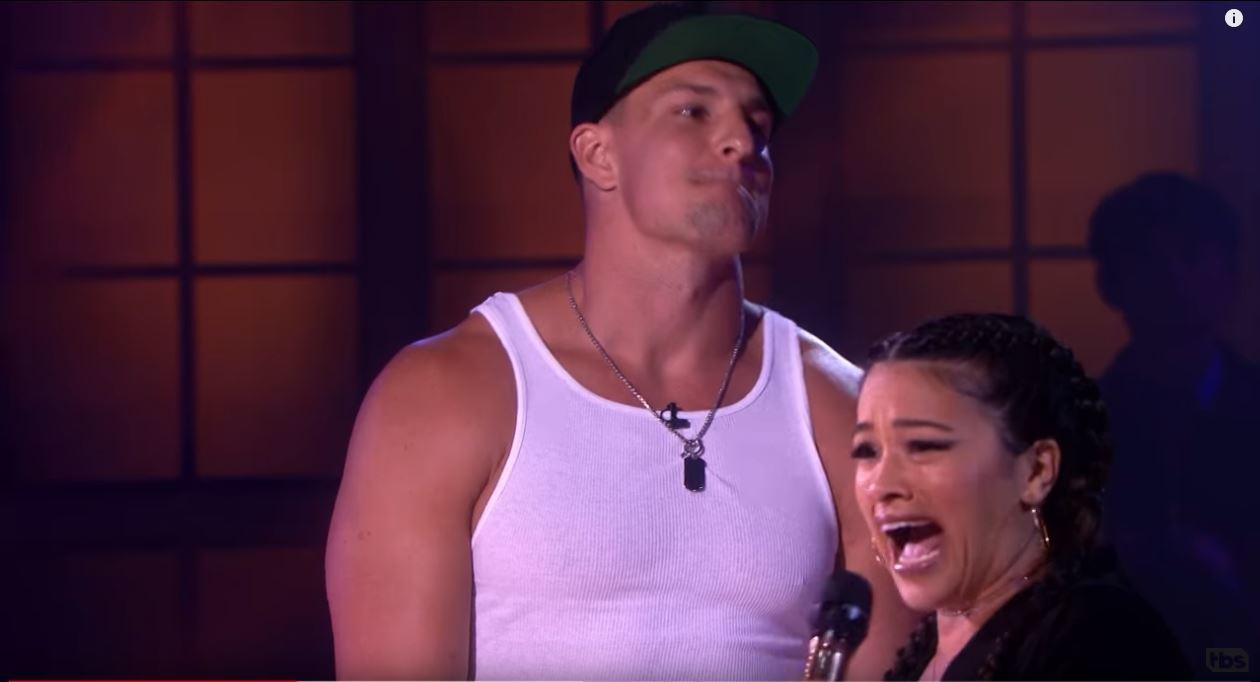 Drop the Mic: Rob Gronkowski vs. Gina Rodriguez - Chicago Tribune