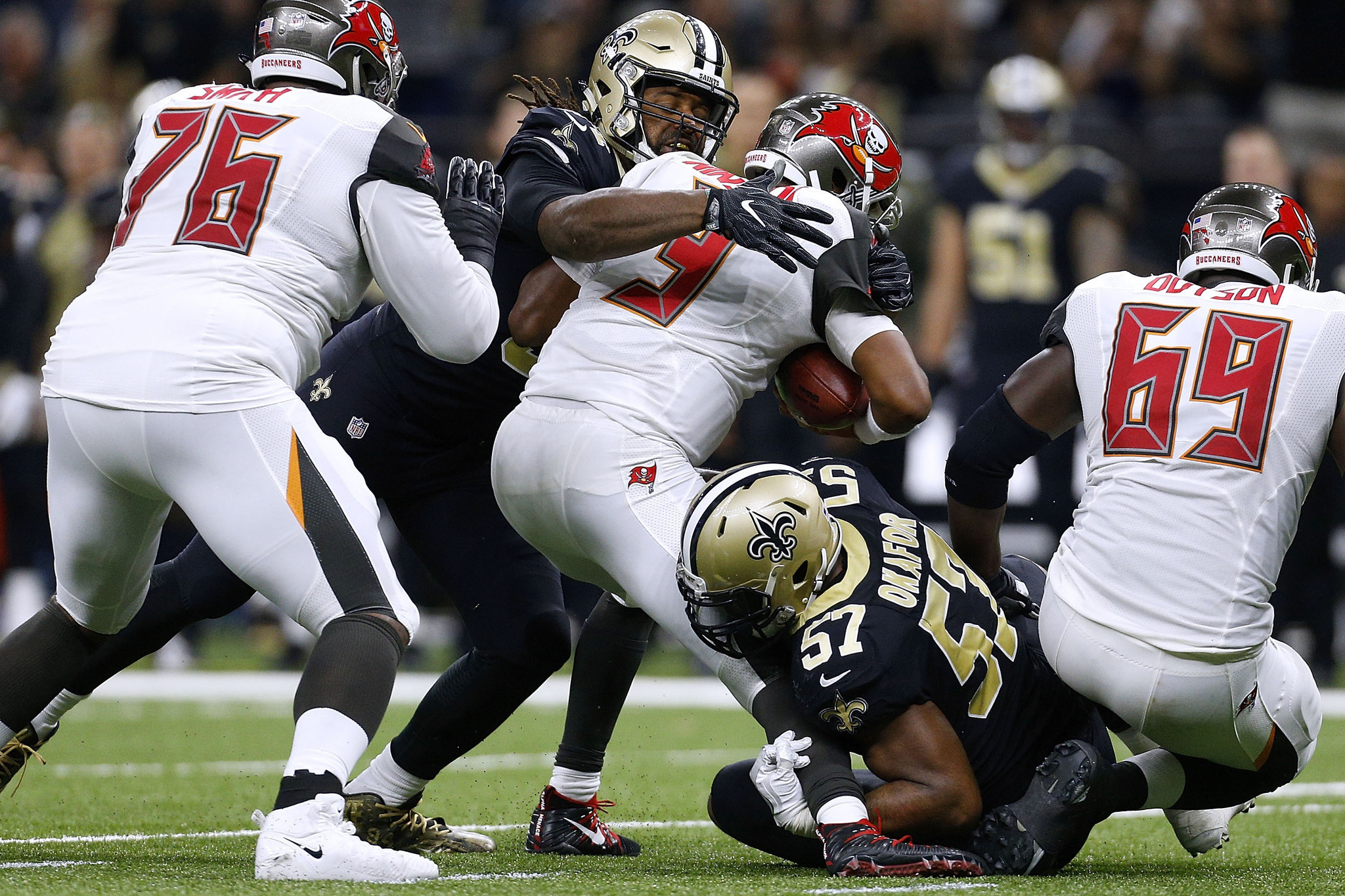 saints hand bucs fifth straight loss as winston leaves with shoulder