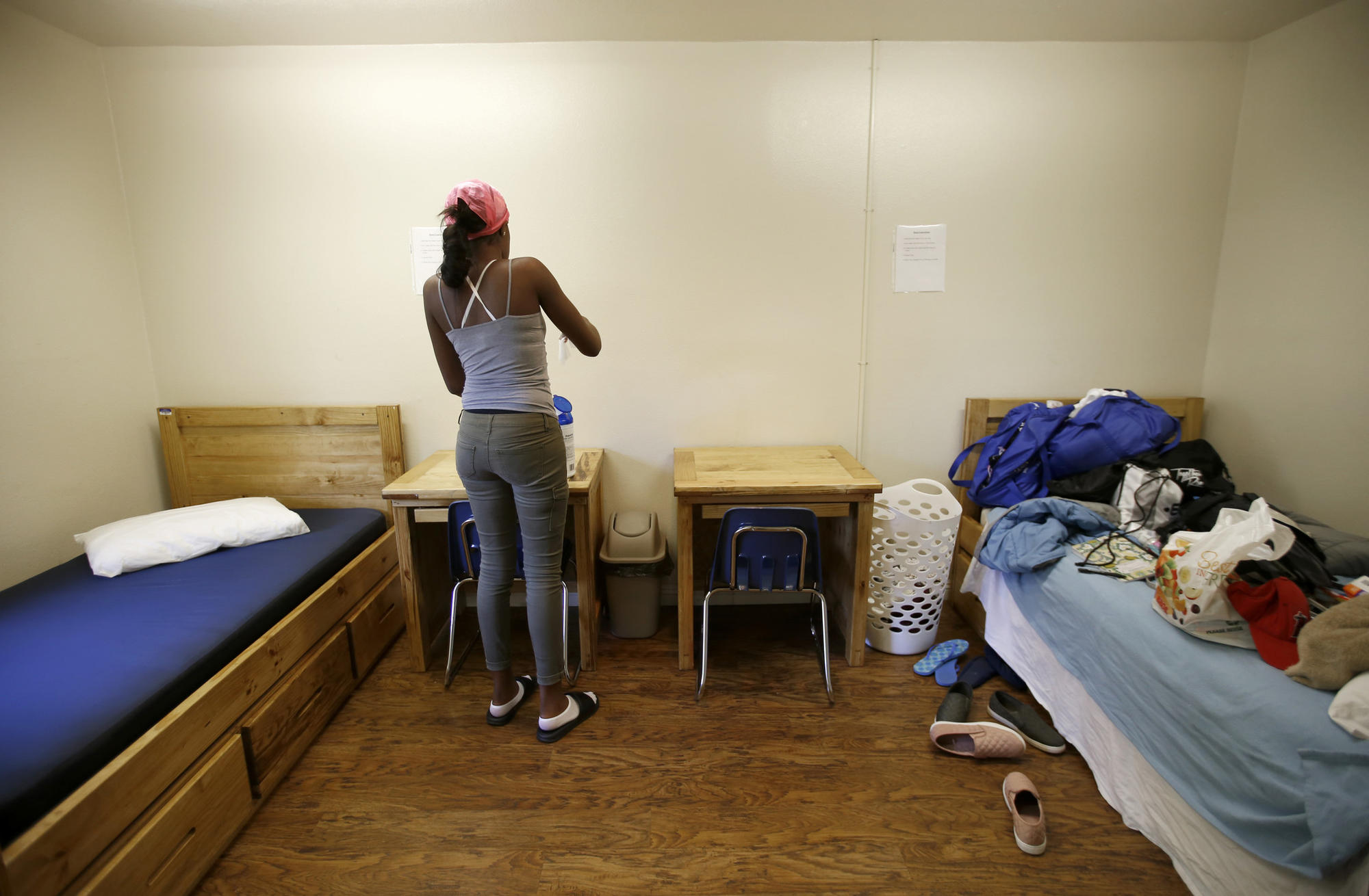 3016895_la-me-ln-temporary-shelter-foster-youth_13.FO.jpg