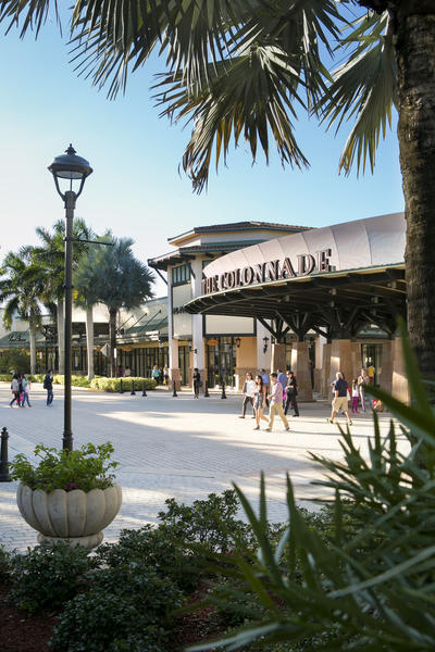 The hours for Sawgrass Mills mall are 10 a.m. to p.m. on Monday through Saturday and 11 a.m. to 8 p.m on Sunday as of September Stores generally stay open later during winter holiday shopping hours, according to Sawgrass Mills Mall Shuttles.