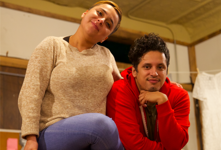 Ct-una-tiendita-convertida-en-teatro-habla-de-la-lucha-de-ser-latino-en-chicago-20171108