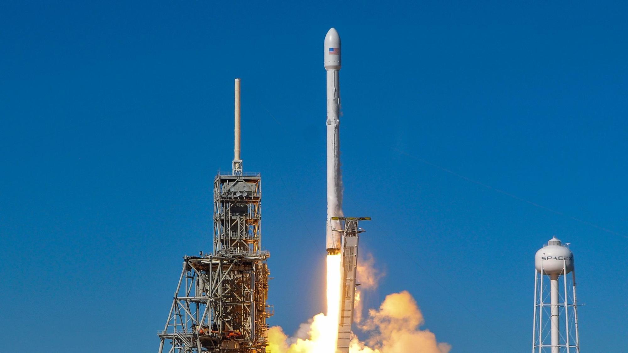 spacex says rocket engine test failure won t affect its launch schedule la times