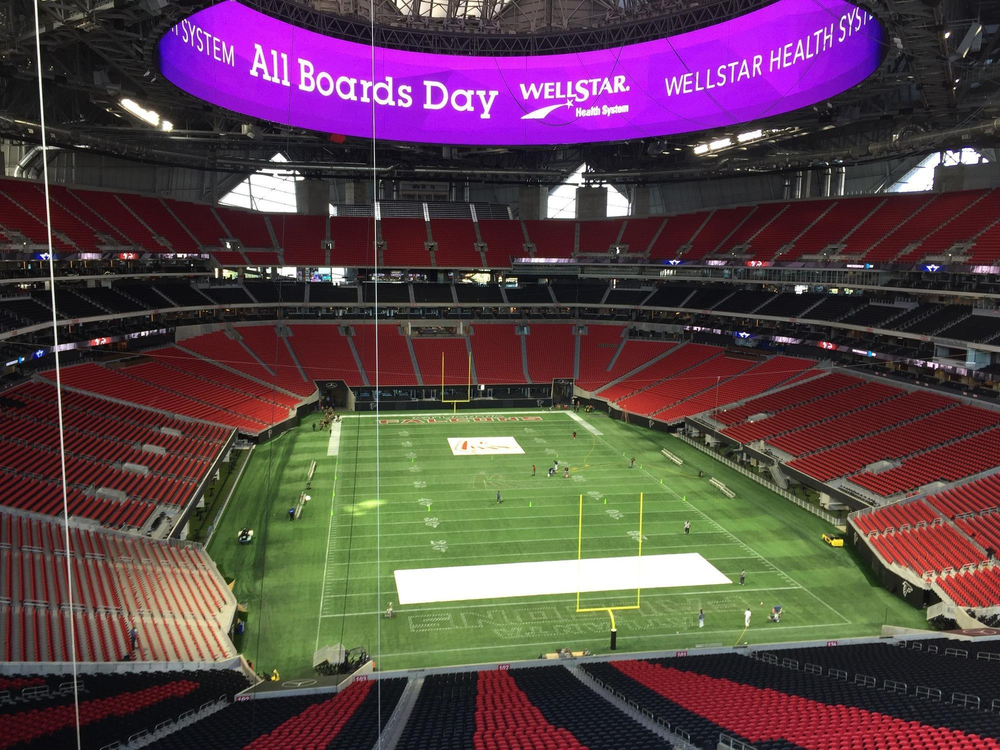 Atlanta 39 s new mercedes benz stadium caters to all daily for Hotels near the mercedes benz stadium