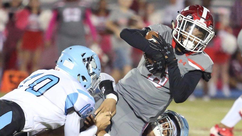 Edgewater Football Continues Turnaround Season In 2nd Round Of