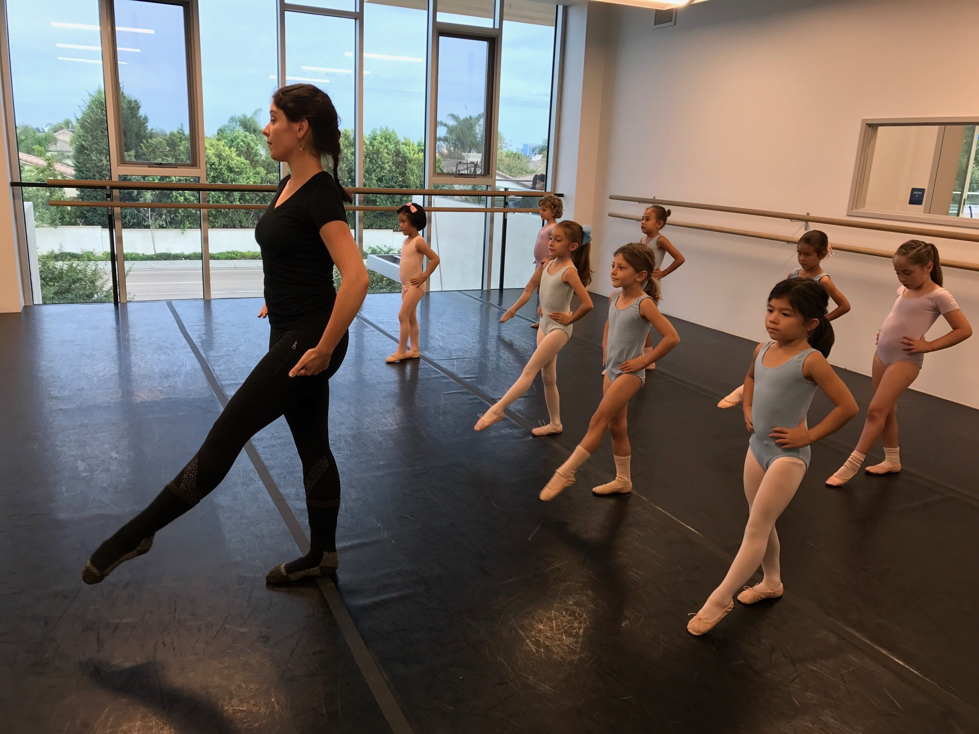 Amanda Daly teaches a ballet class at Pacific Arts Dance Center.