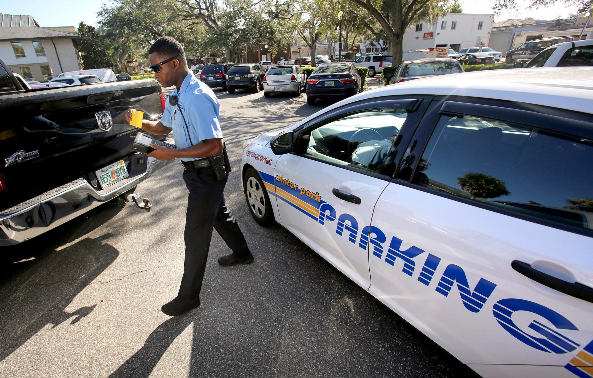 Park Avenue parking crunch comes in part from employees, report says