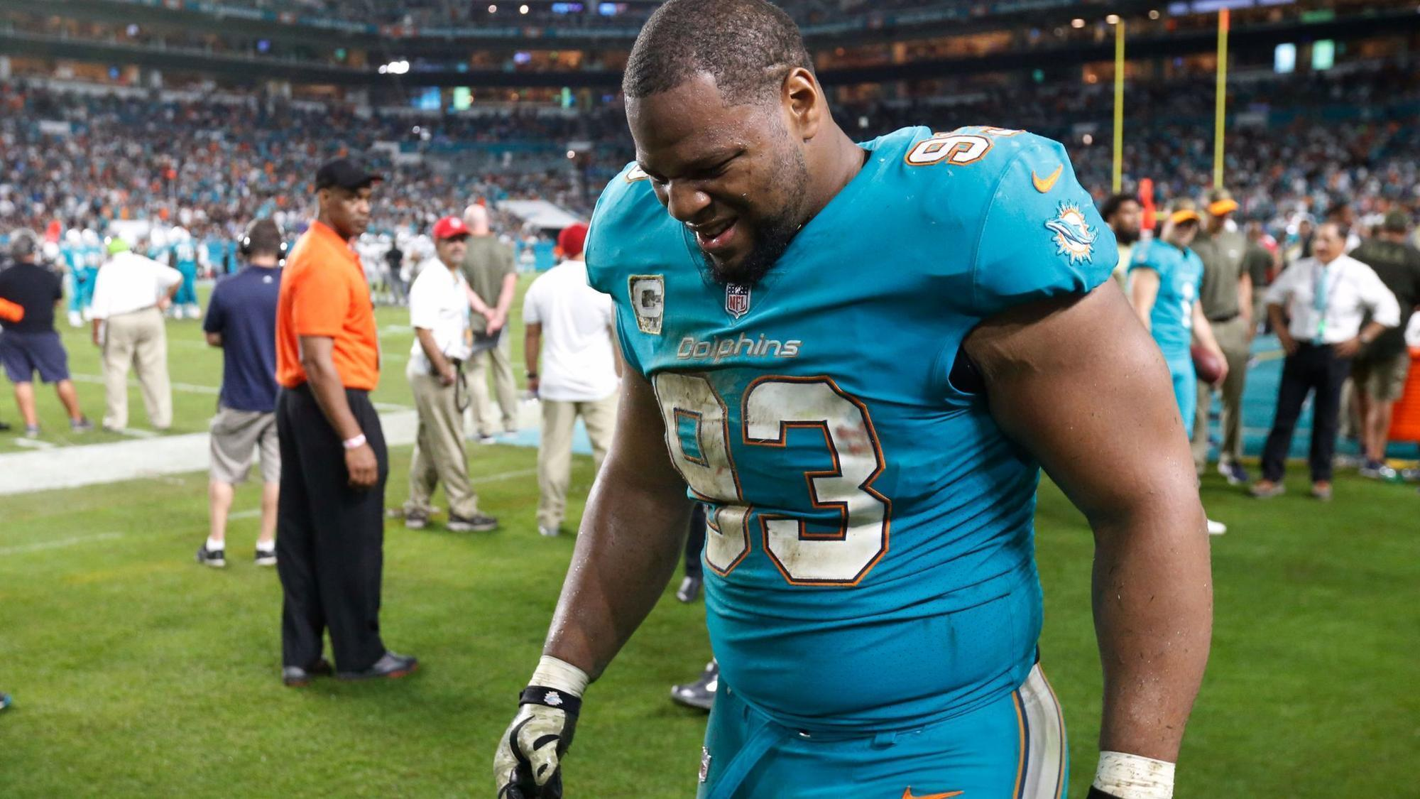 Dolphins Ndamukong Suh misses practice with knee injury Sun