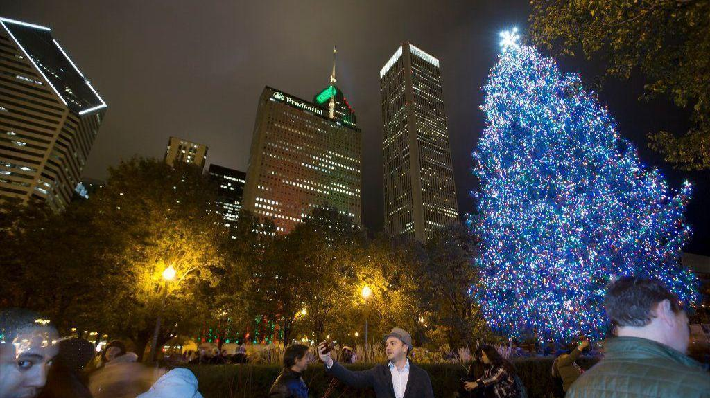 5 things to do this weekend in chicago redeye chicago - Christmas Tree In Chicago