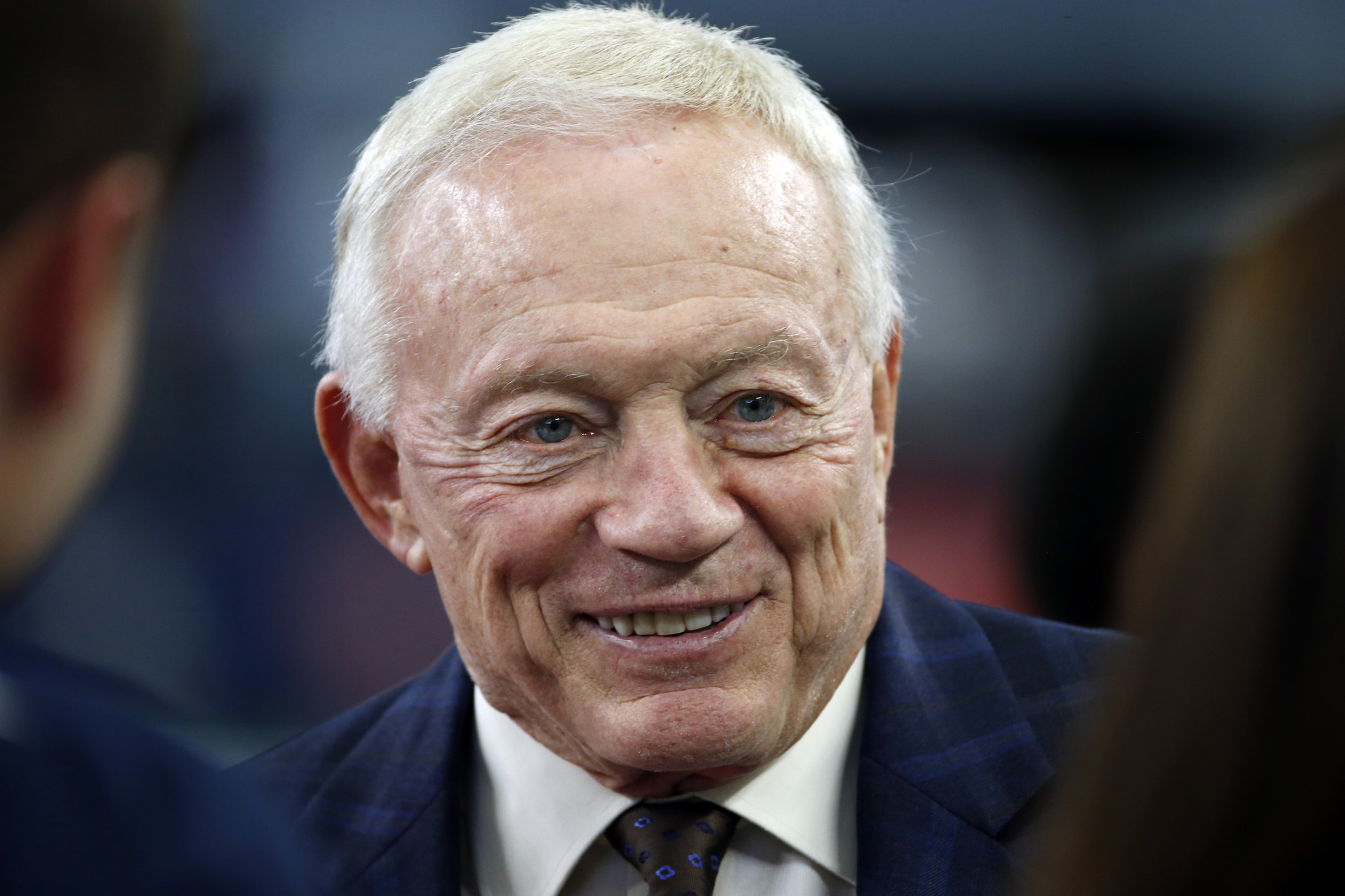 Cowboys owner Jerry Jones apologizes for racial remark in ...