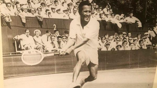 Tennis great Pancho Segura dies at 96