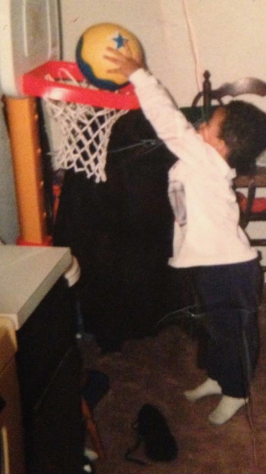 Kuzma dunks as a child