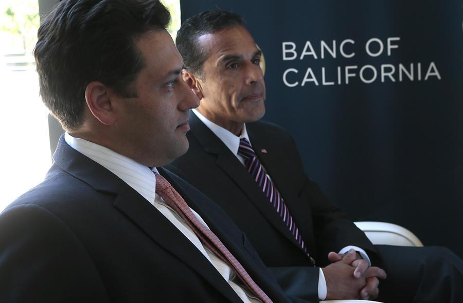 Former LA Mayor Antonio Villaraigosa with Banc of California Chief Executive Steven Sugarman, left. (Robert Gauthier)