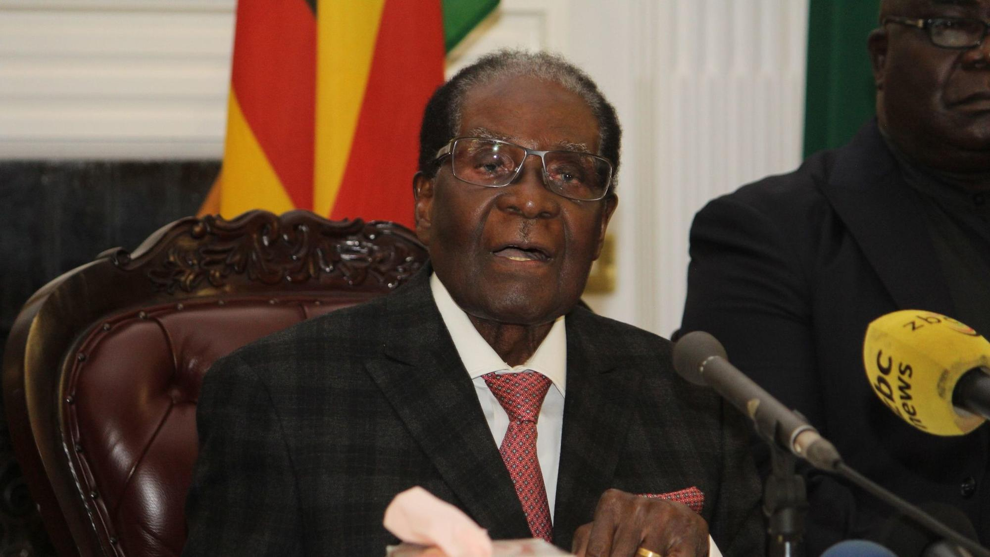 robert mugabe The decades-long rule of president robert mugabe appeared to be at an end wednesday after zimbabwe's military took over state television to announce that he was in custody.