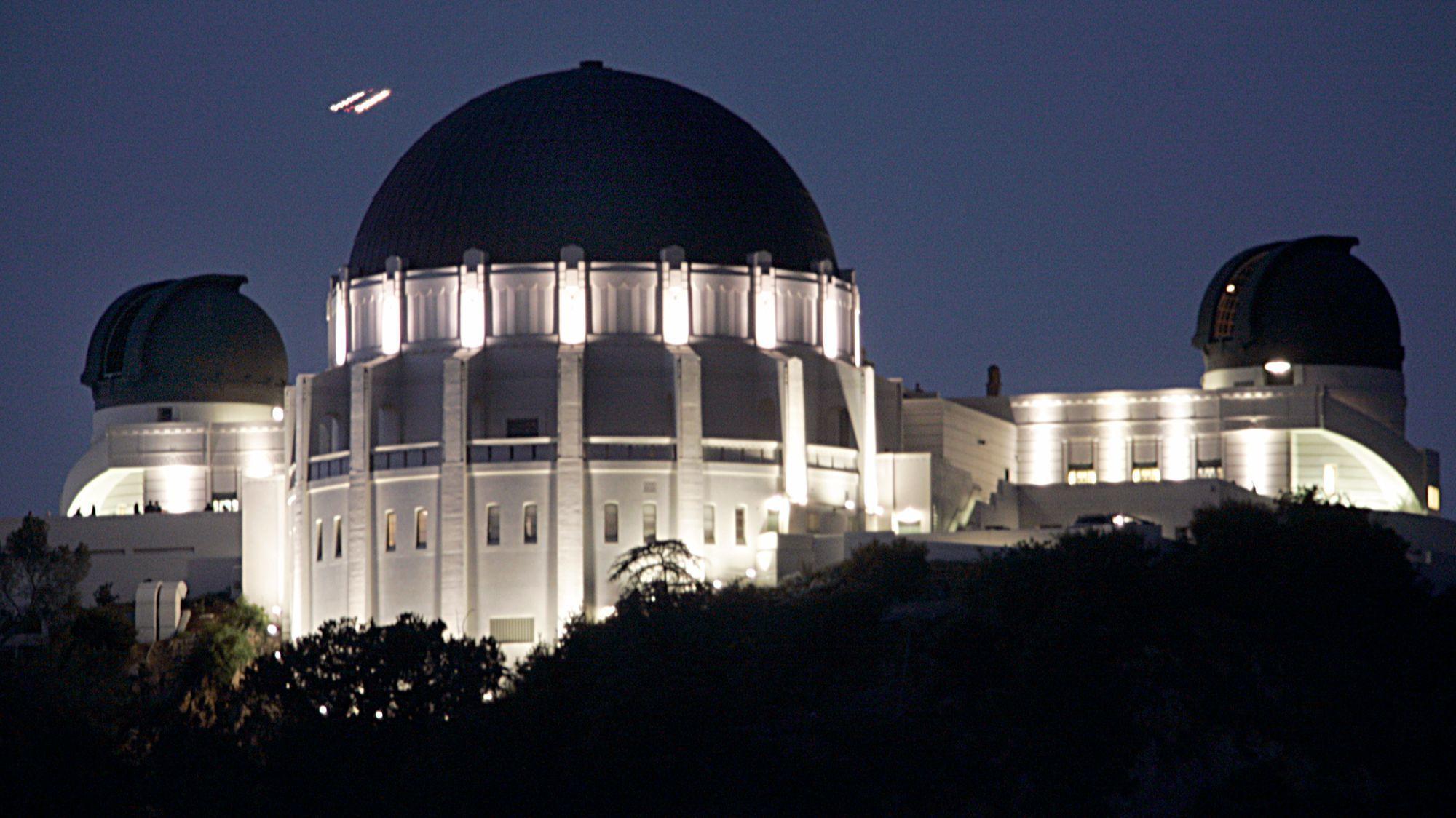 Ho, Lawrence K. –– – 116874.ME.1026.OBSERV.2.LKH Griffith Park Observatory after dark.