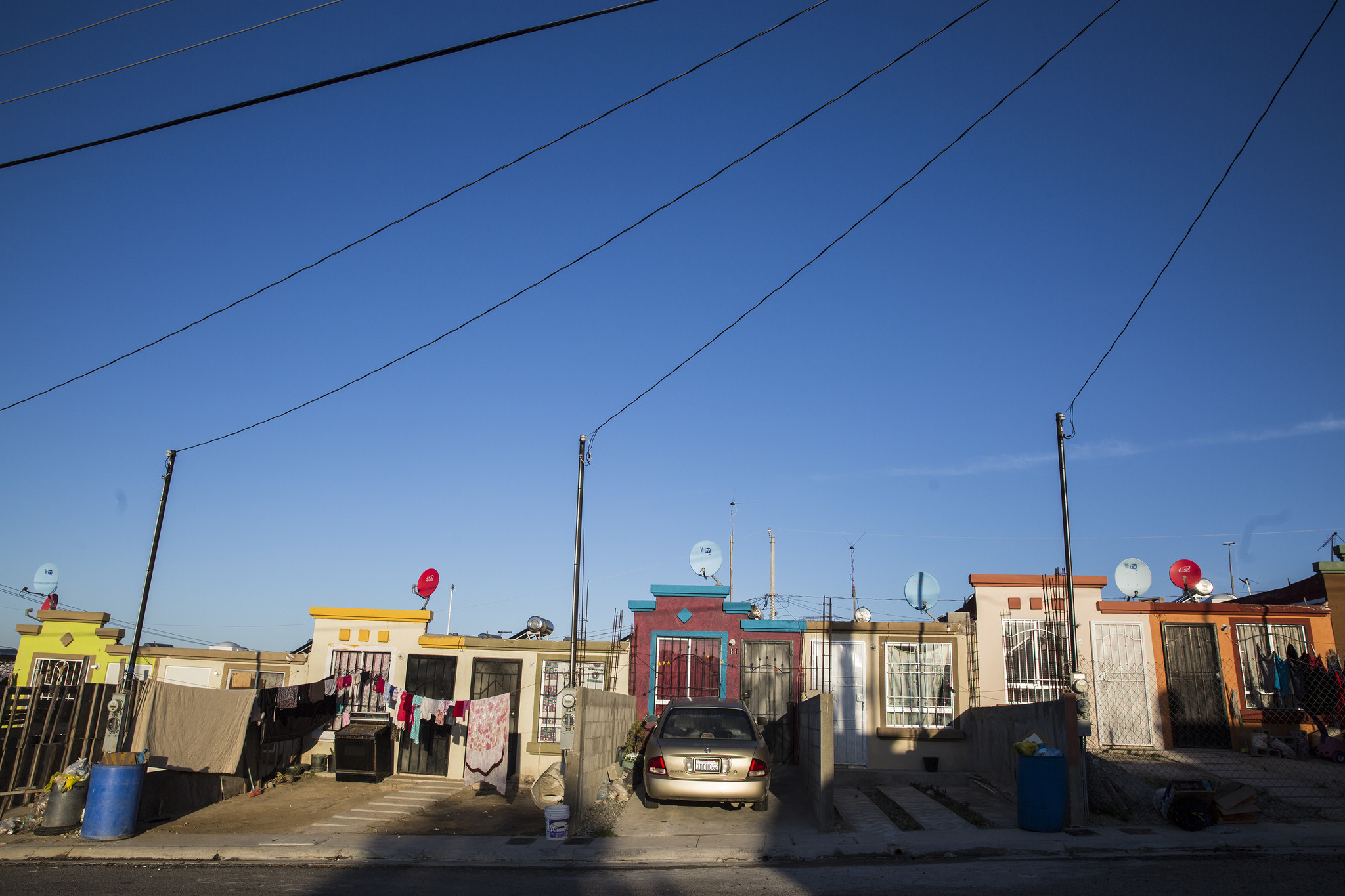 [Image: la-me-mexhousing-mini-casas-20171116-014]