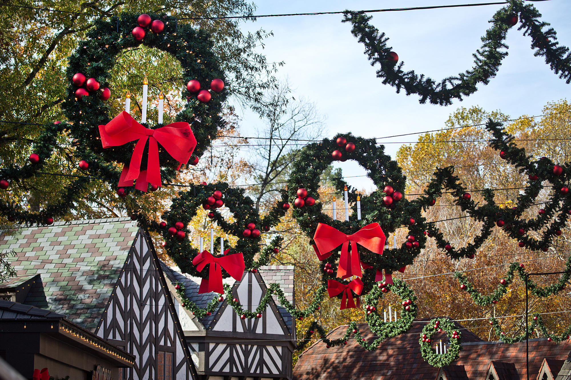 Busch Gardens Williamsburg Turns On Largest Light Display In North America Friday Daily Press