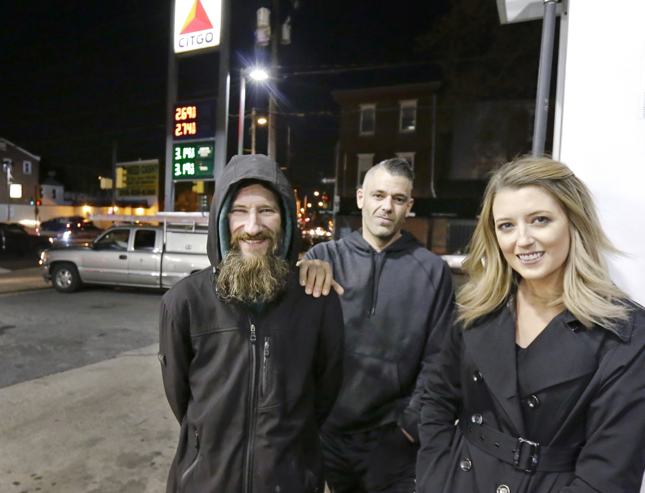 Woman raises thousands to help a homeless man who spent his last $20 to buy her gas