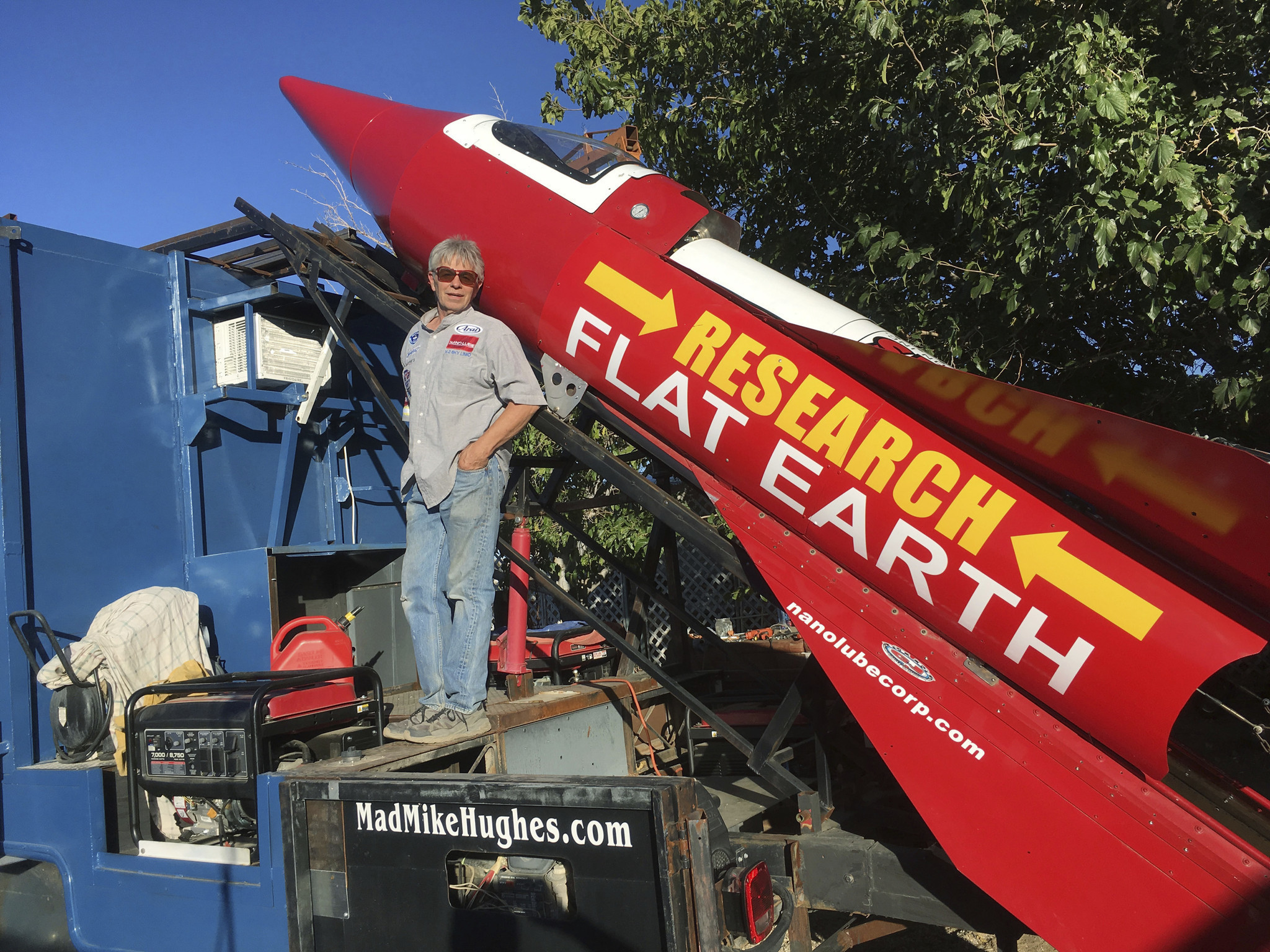 A flat-Earther's plan to launch himself in a homemade rocket just hit a speed bump